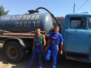 Дима и Сергей на фоне зил 130